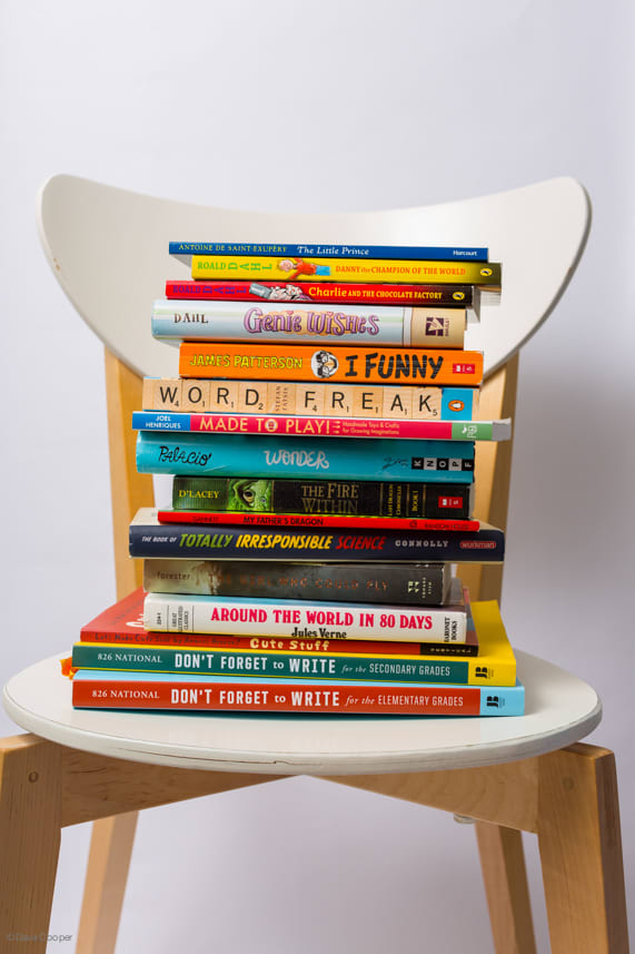 Check Out This Incredibly Inventive Way To Arrange Your Books